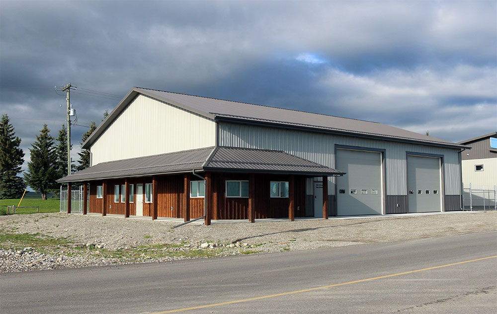 Commercial Shop & Office featuring FC-36 Roof in Charcoal and FA Panel Siding in Stone Grey and Charcoal