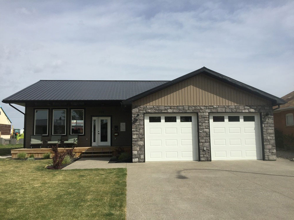 Residential Roof featuring I/9 Panel in Black
