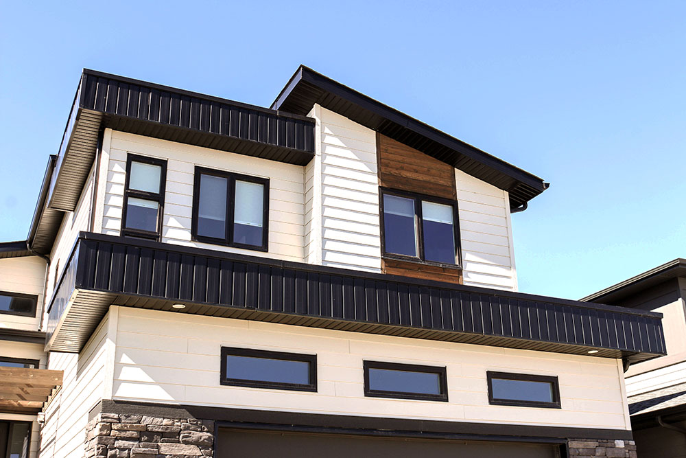 Residential Home featuring Fascia and Soffit in II/6 Reverse in Black