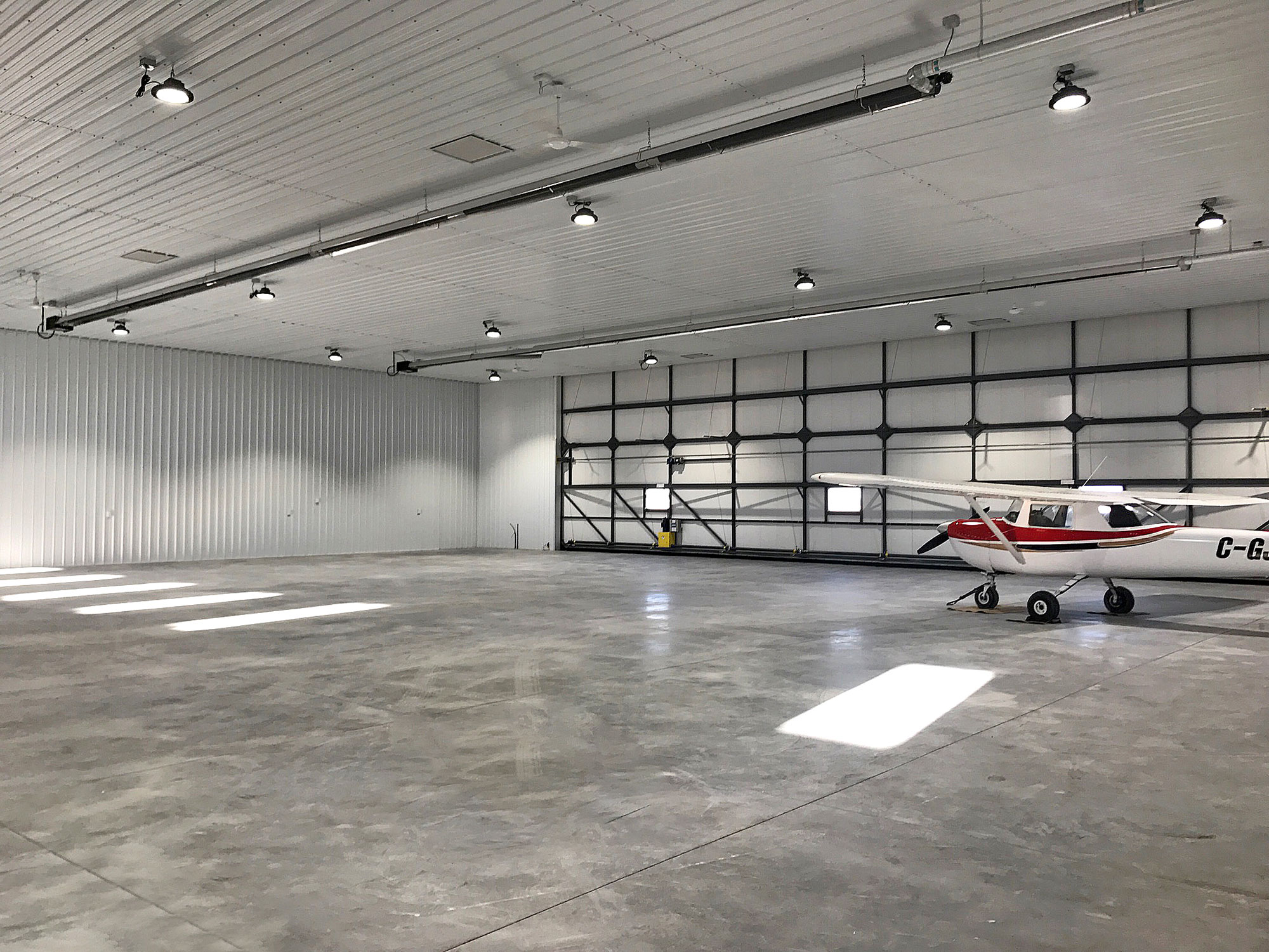 Airplane Hanger - II/6 Bright White Liner