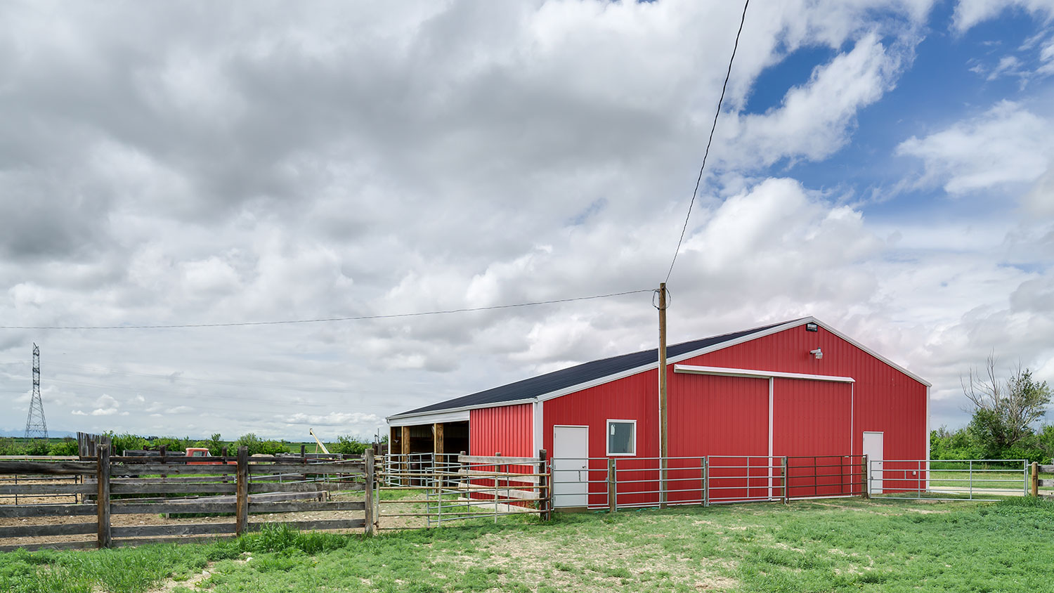 Agricultural Building in Bright Red FC-36